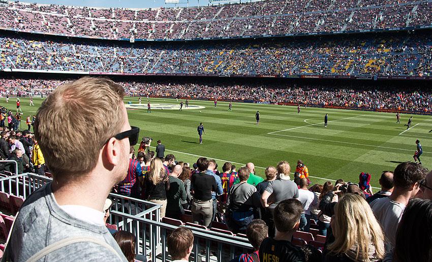 Mein Blick auf das Spielfeld, zum Anpfiff ging es noch 10 Meter weiter nach vorne