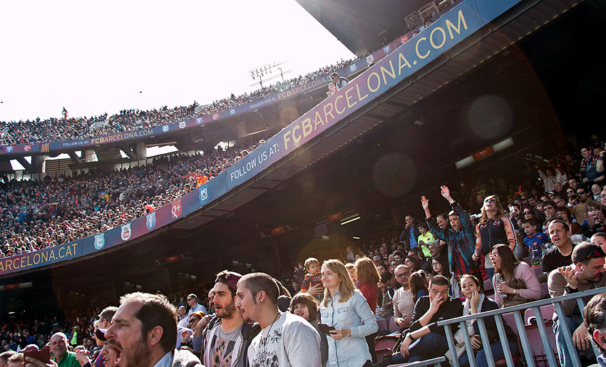 Hohe Ränge und viele Menschen: Das Camp Nou