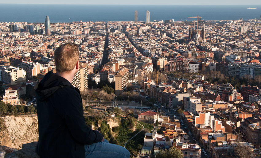 Alles im Blick: Torre Agbar (links), das Meer und die Sagrada Familia