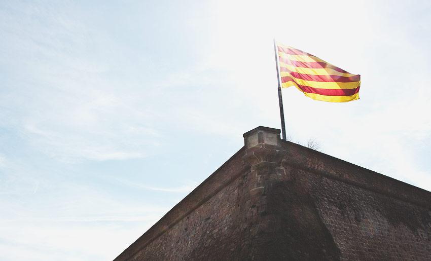 Katalonische Flagge am Castell de Montjuïc