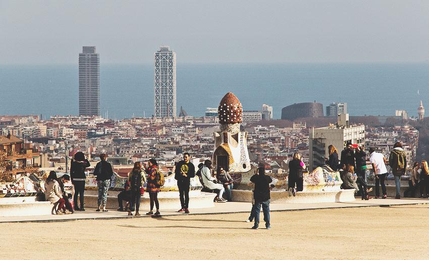 Parc Güell: Mit Blick auf die Stadt und das Meer