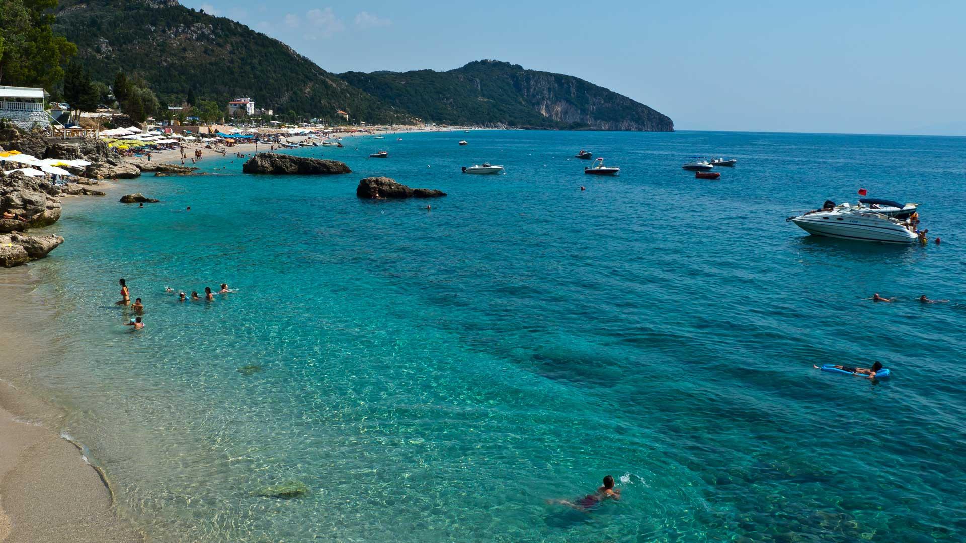 Strand an der albanischen Riviera