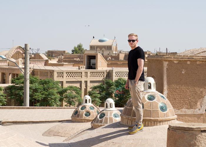 Ich auf dem Dach vom Sultan-Amir-Ahmad-Badehaus