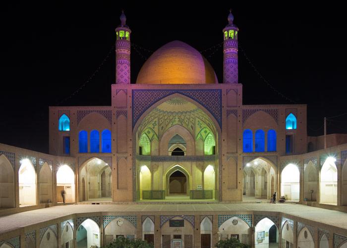 Agha Bozorg Moschee bei Nacht