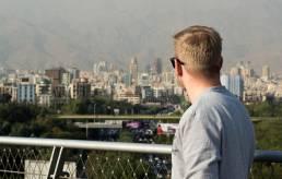 Blick von der Brücke auf die Berge