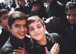 Gut gelaunte Jugendliche in Varzaneh
