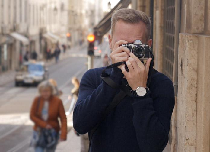 Ich in Lissabon mit der Olympus OM-D E-M10 und dem Objektiv Olympus M.Zuiko Digital 45mm F1.8