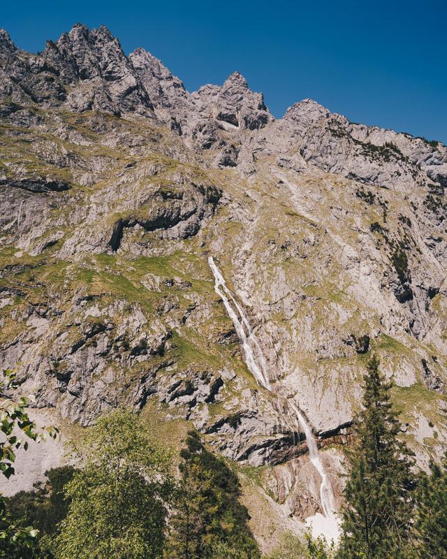 Wandern bei Garmisch-Partenkirchen: Höllentalklamm und Hupfleitenjoch