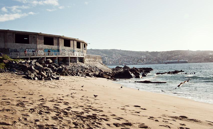 Am Strand von Valparaíso